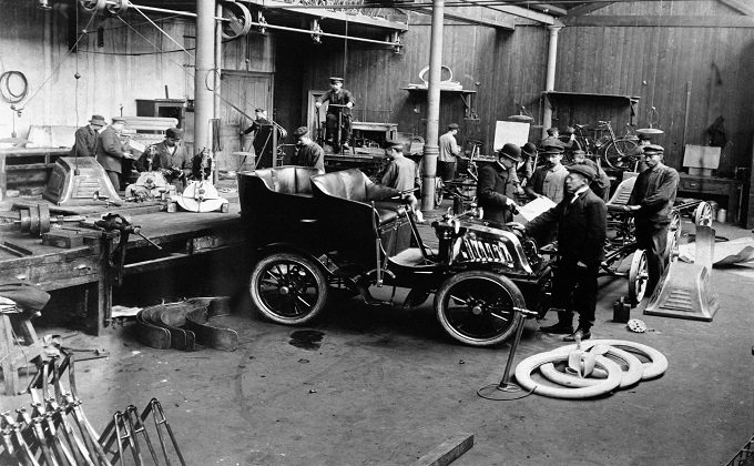 Scania´s Malmö works, showing work in progress on the initial series of five Scania 1903 Type A cars. Seen in the background is what was probably Scania´s first truck. Malmö, Sweden Photo: Scania Archive 1902