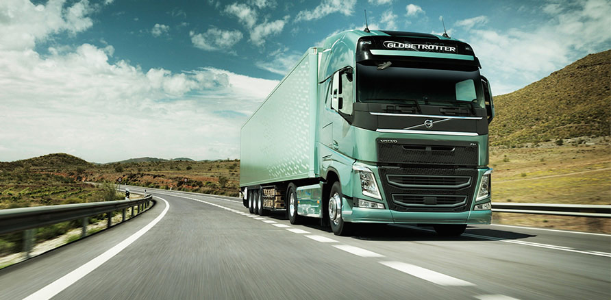 new-volvo-fh-on-the-road