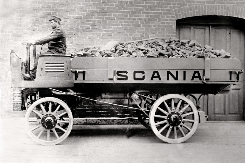 Scania 1902, 1.5-tonner. 12 hp. First Scania truck with the engine under the driver´s seat. The negative has been cut at the left. Photo: Scania Archive