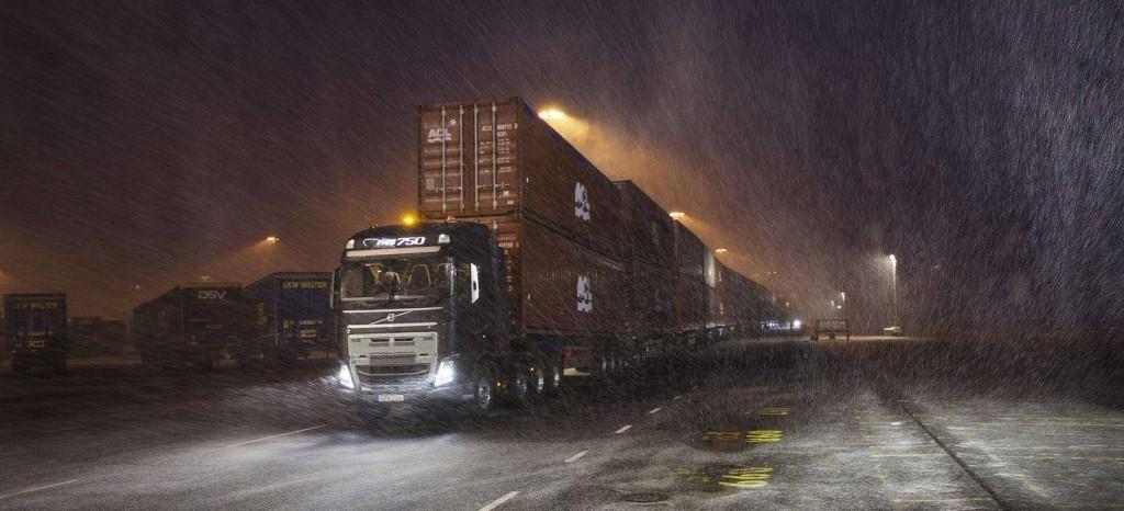 camion-volvo-750-toneladas-2_1440x655c