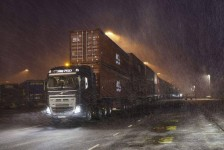 En este alucinante vídeo un Volvo FH16 remolca 750 toneladas con Neumáticos Michelin