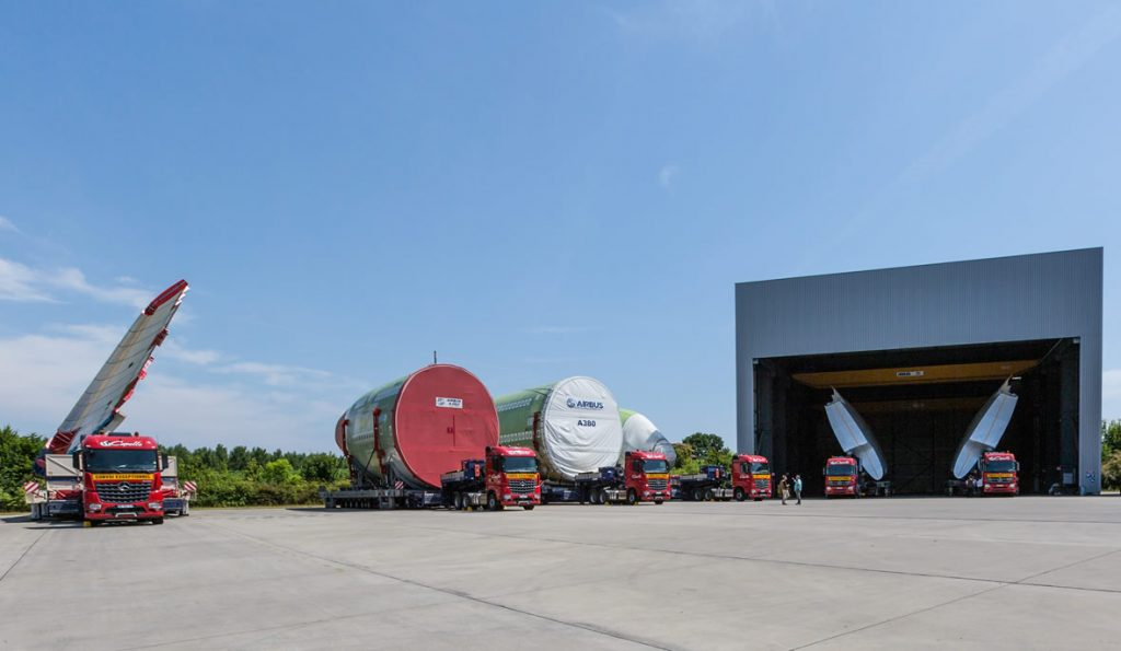 01-Mercedes-Benz-Trucks-Arocs-SLT-Airbus-A380-carriage-of-heavy-goods-1180x686