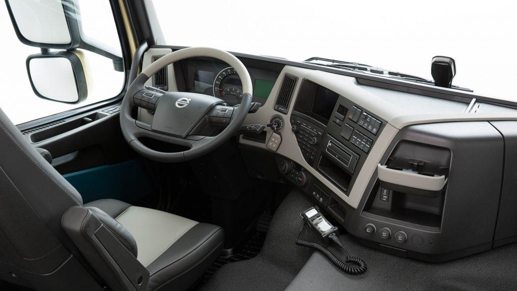 2326x1310-volvo-fm-driving-environment