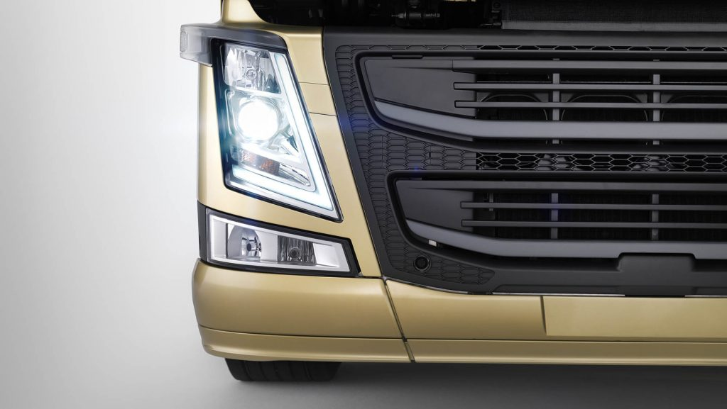2326x1310-volvo-fm-headlights