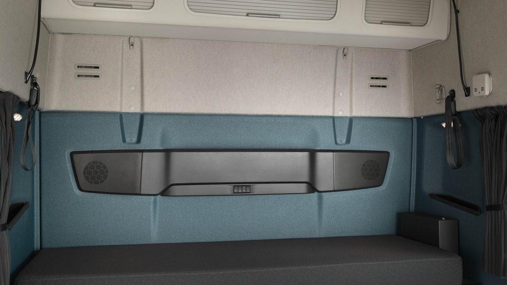 2326x1310-volvo-fm-sleeper-cab-bunk