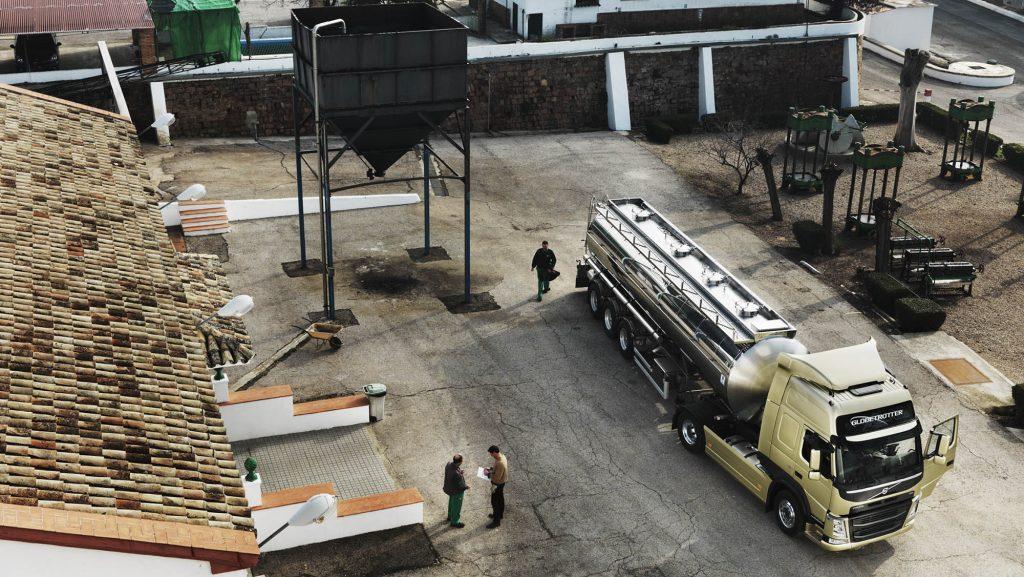 2326x1310-volvo-fm-tanker-truck-top-view