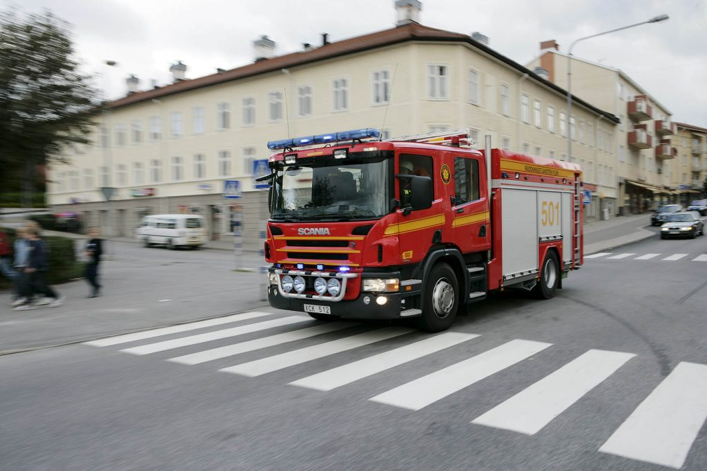 Scania P 340 4x2 CrewCab fire engine. Flen, Suecia - Foto: Dan Boman 2006