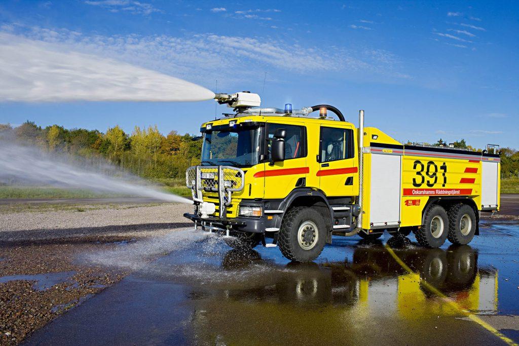 Scania P 380 6x6 CrewCab. Airport crash vehicle. Kalmar, Sweden Photo: Dan Boman 2007