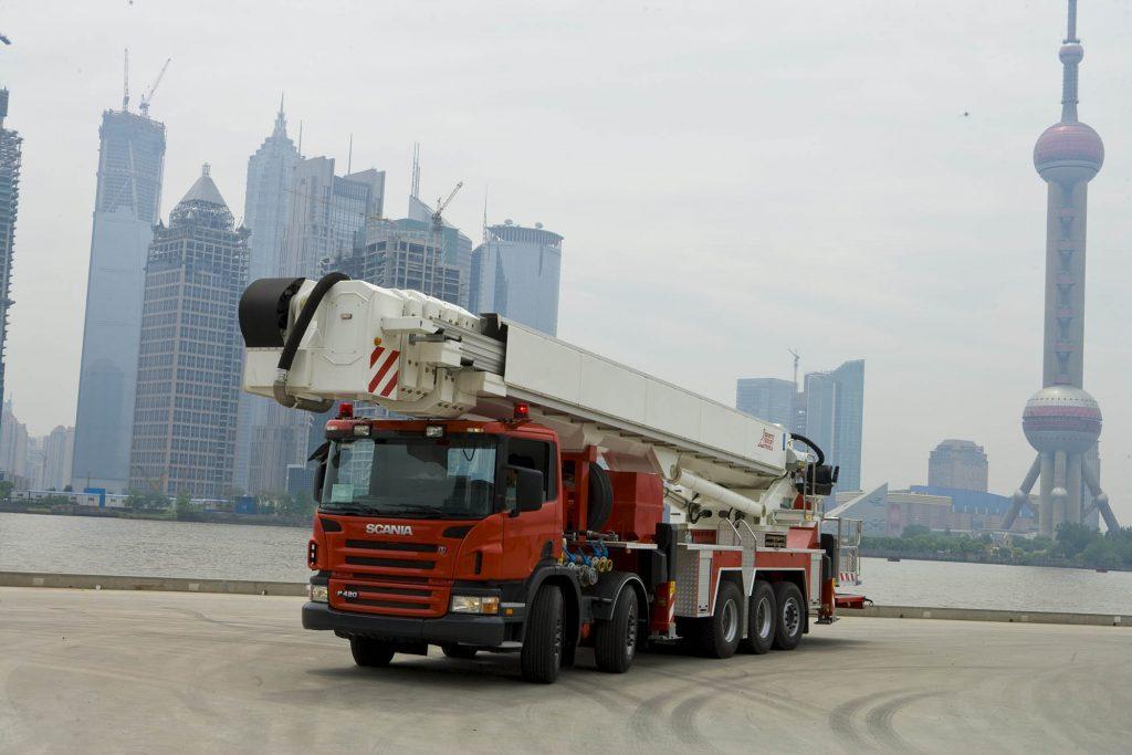 Scania P 420 10x4*6 Con elevador extensible de 90 metros. Shanghai, China. Foto: Dan Boman 2007-05