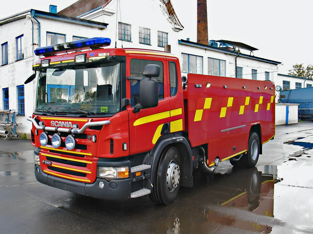 Scania P 380 Rescue vehicle. Water/foam carrier, with day cab. Photo: Denny Walthersson 2006