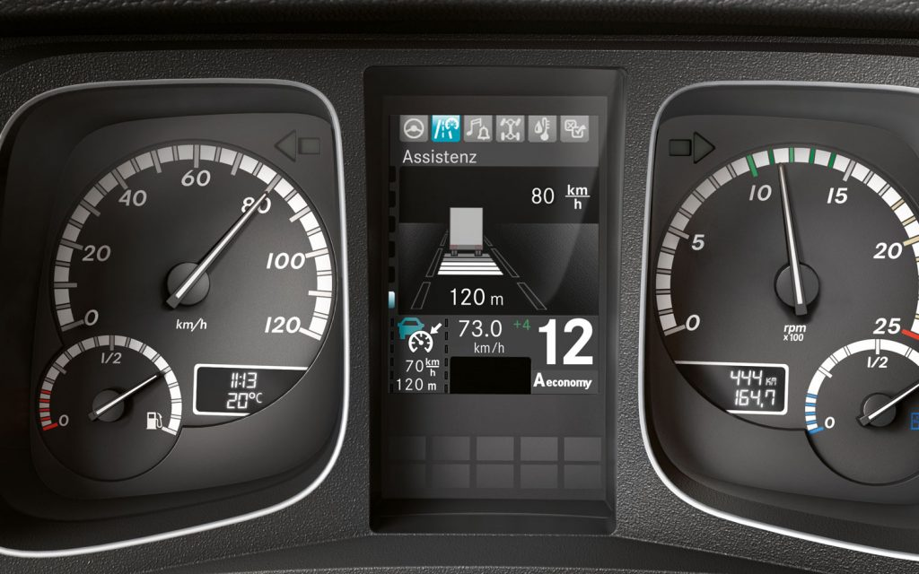 Mercedes-Benz-Actros-instrument-panel