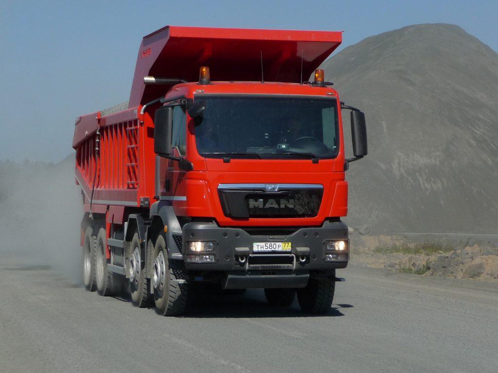 MAN TGS 41.480 for mining and gravel extraction operations. DE: MAN TGS 41.480 für den Einsatz im Bergbau und in der Kiesgewinnung. UK: MAN TGS 41.480 for mining and gravel extraction operations.