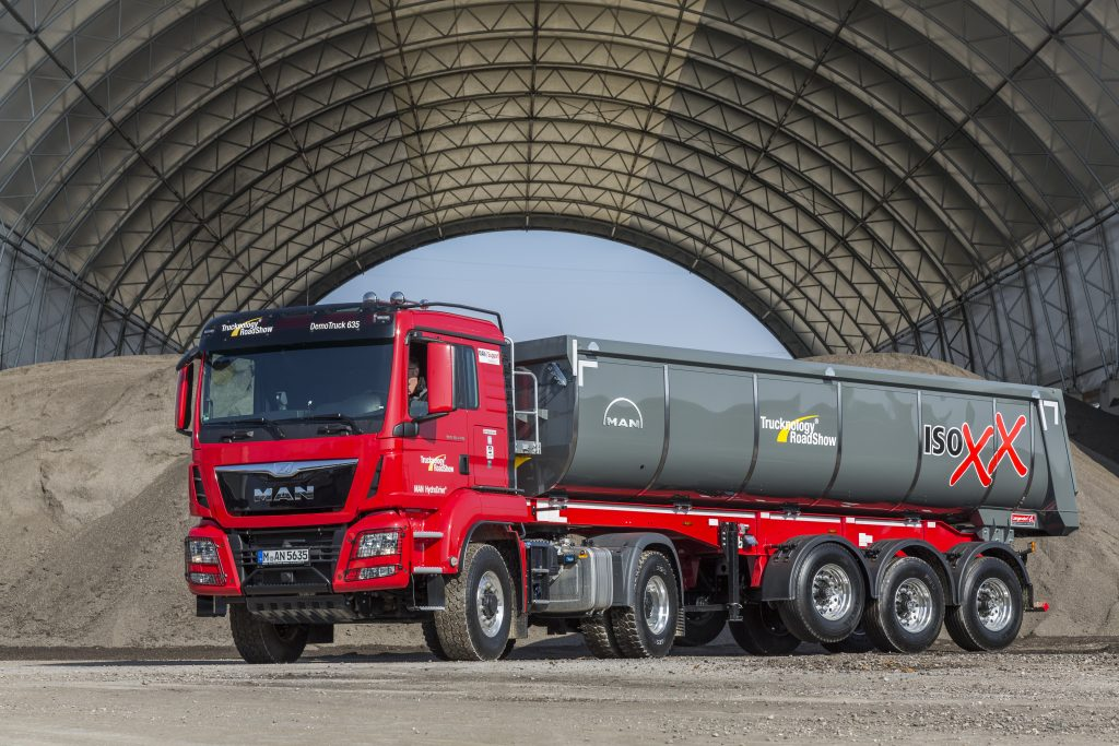 MAN HydroDrive is often built into tractor units for tipper semi-trailers – just like on this MAN TGS 18.440 4x4H BLS.  DE:  Haeufig kommt MAN HydroDrive in einer Kippsattelzugmaschine zum Einbau – wie bei diesem MAN TGS 18.440 4x4H BLS. UK: MAN HydroDrive is often built into tractor units for tipper semi-trailers – just like on this MAN TGS 18.440 4x4H BLS.