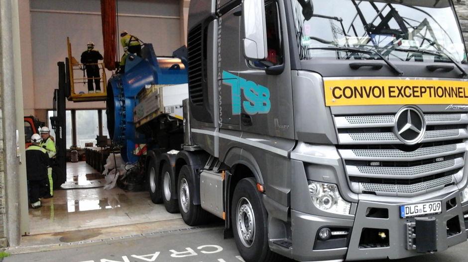 actros-heavy-transport-across-europe-940-02