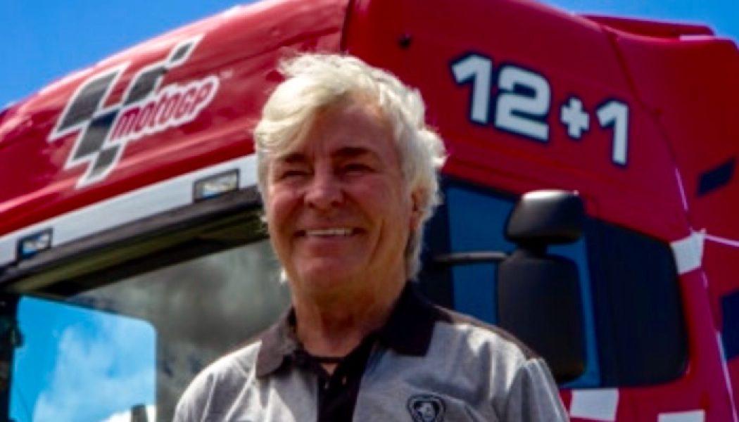 Ángel Nieto al volante de un Scania V8 730 CV en el circuito del Jarama