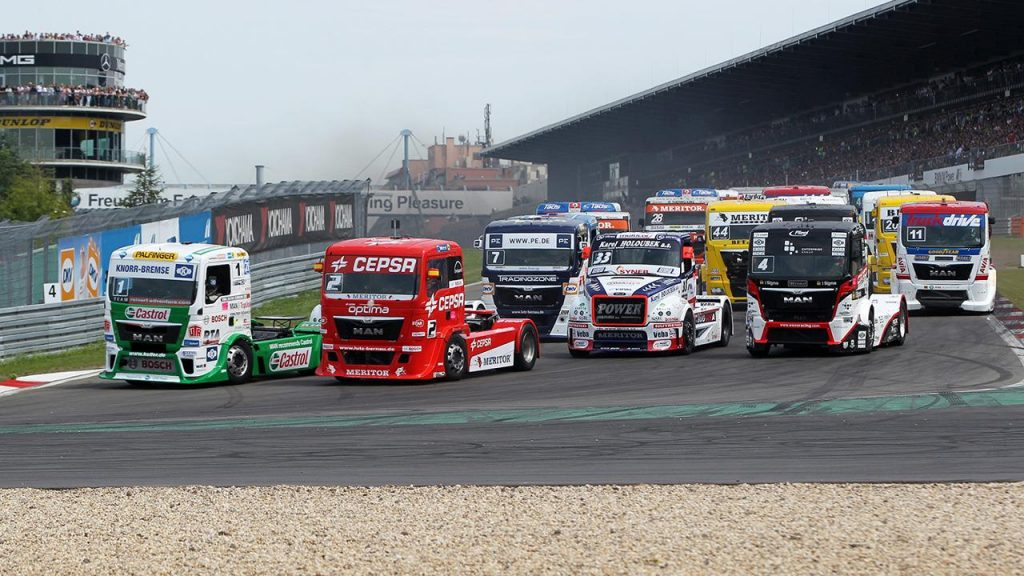 Die Trucks fahren auf dem Nürburgring