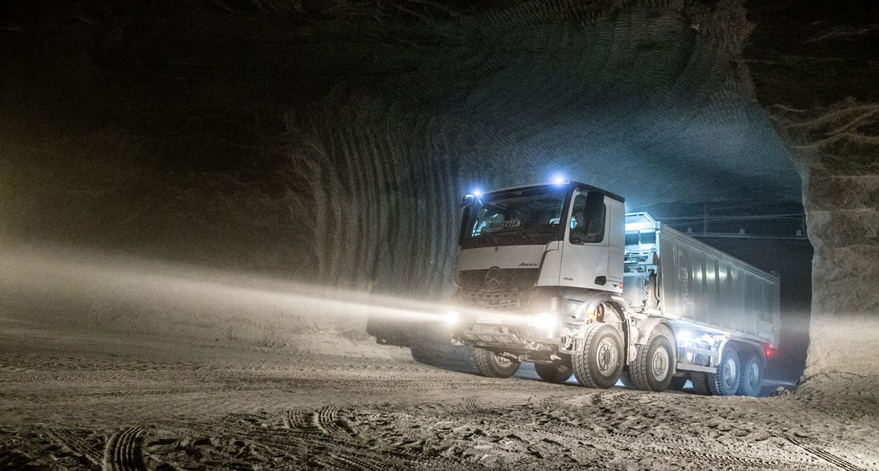 1-Mercedes-Benz-Arocs-salt-mine-Wacker-1280x686