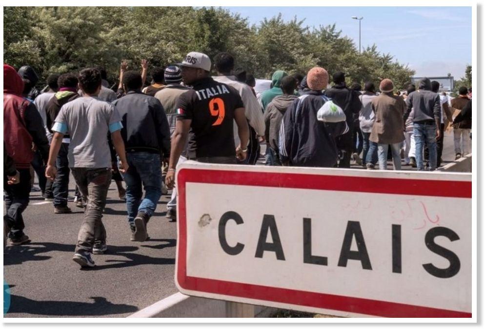 Miles_de_inmigrantes_se_agolpa