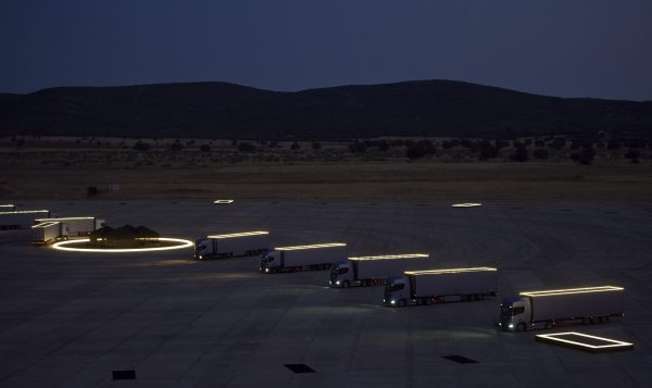 Un reloj con 14 camiones Scania A watch with 14 Scania trucks
