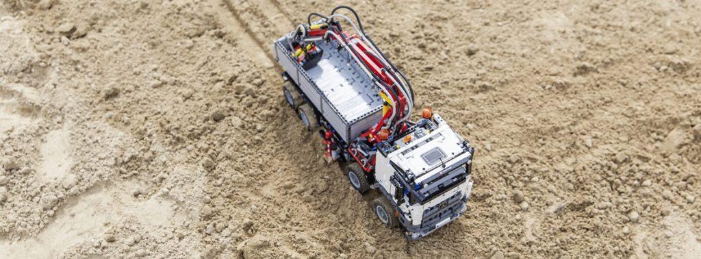 02-mercedes-benz-vehicles-lego-technic-arocs-truck-1180x436