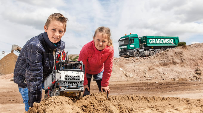03-mercedes-benz-vehicles-lego-technic-arocs-truck-680x379