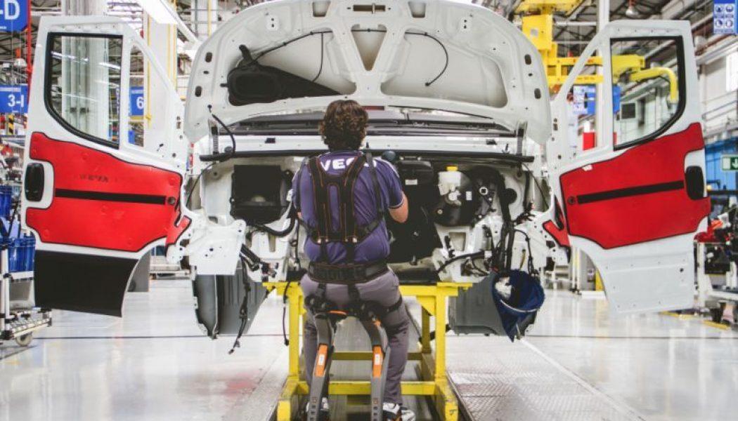 Exoesqueletos en la planta de Iveco